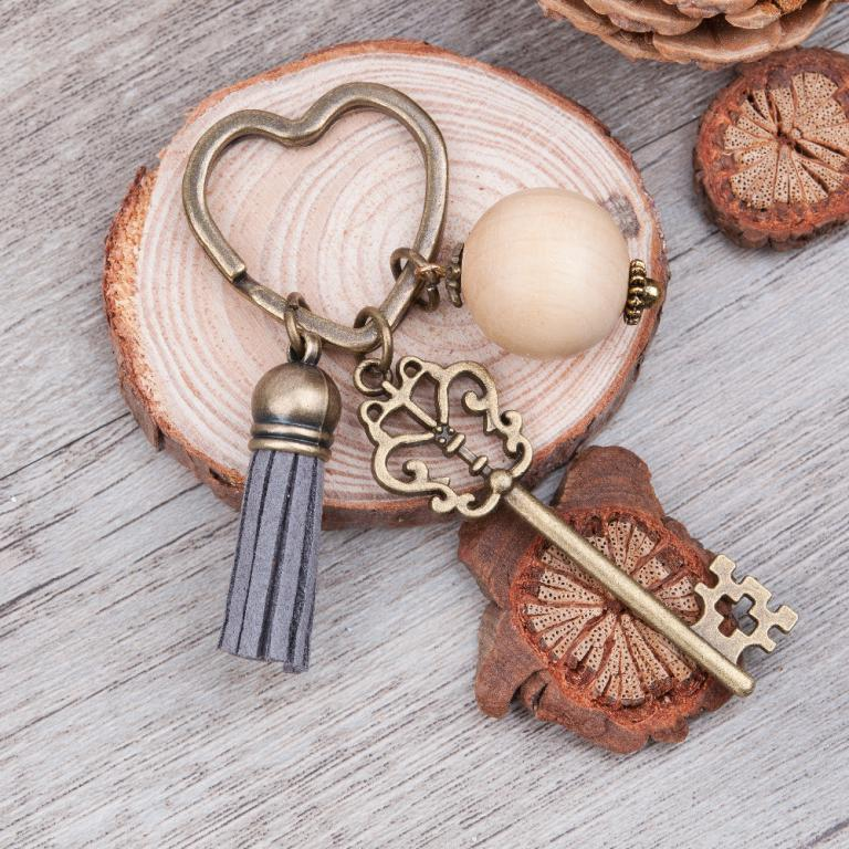 antique-bronze-heart-key-chains-ats-0175