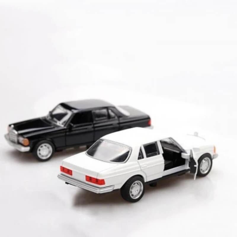 Metal Body Vintage Mercedes-Benz W123