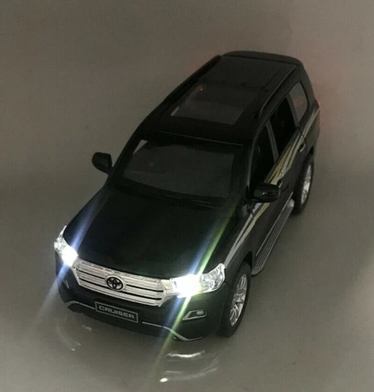 Die-cast Toyota Land Cruiser SUV V8 2019