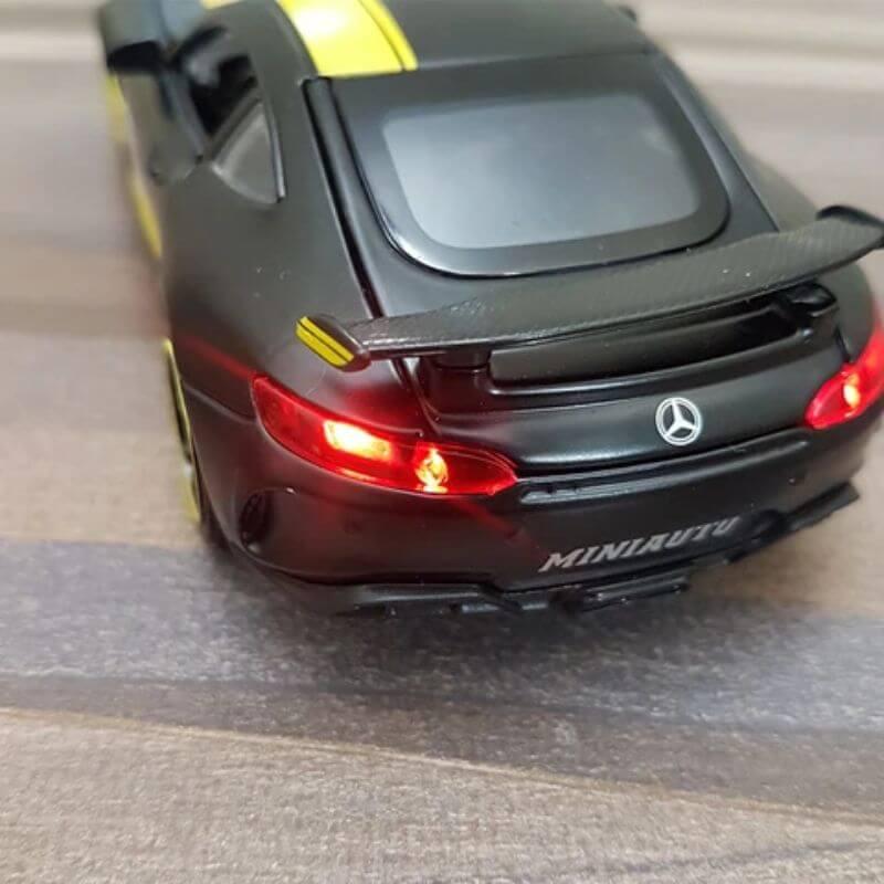 Diecast Mercedes Benz AMG GTR