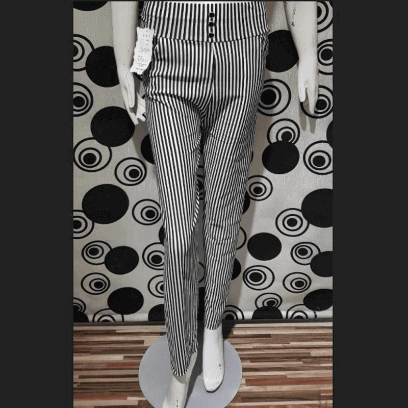 women-black-and-white-stripped-leggings