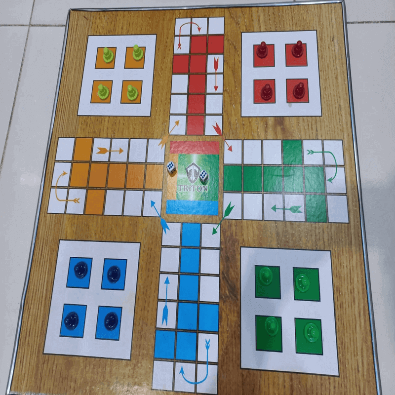 wooden-ludo-with-non-woven-bag-n-dice